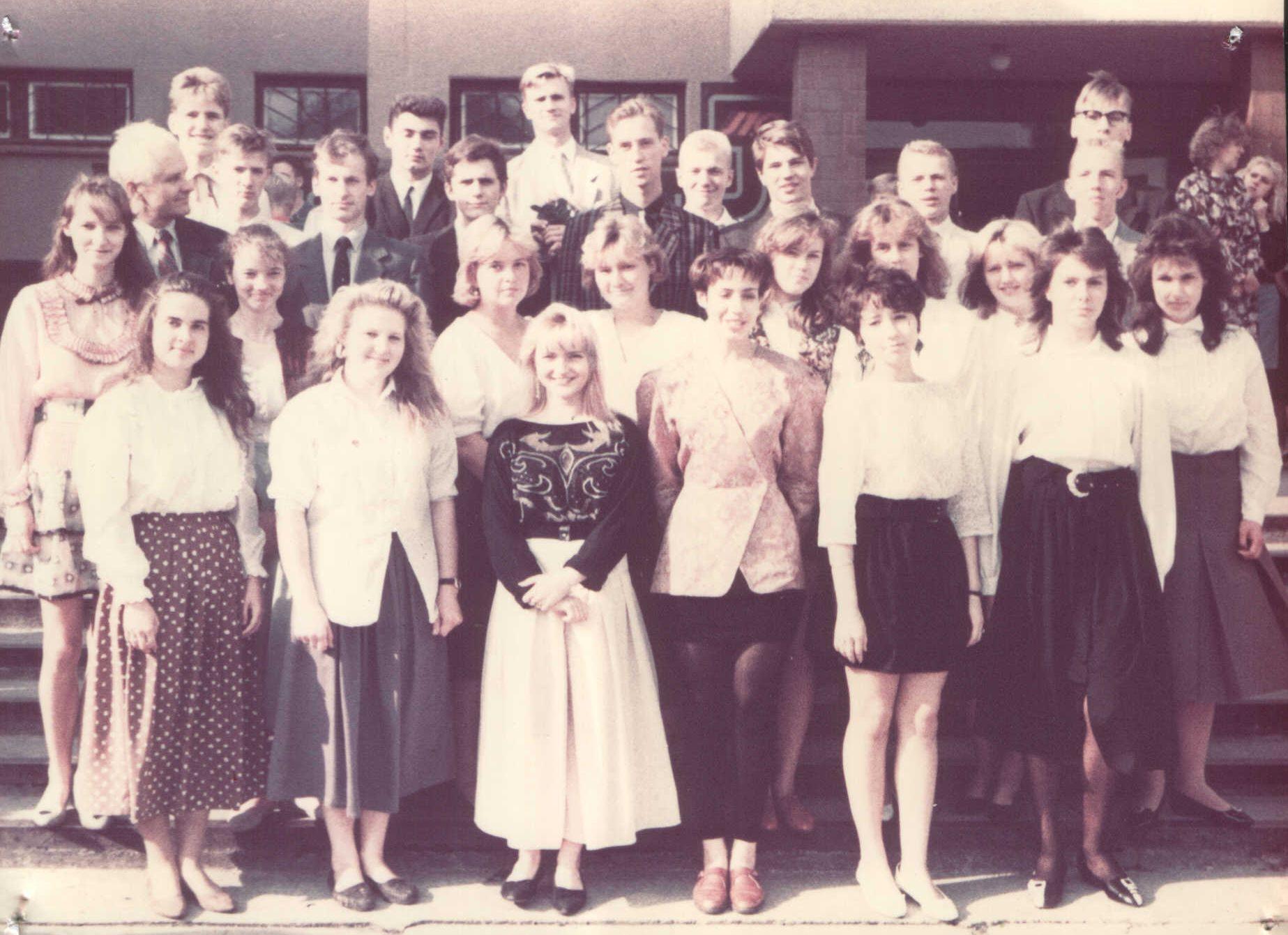 90tie gadi